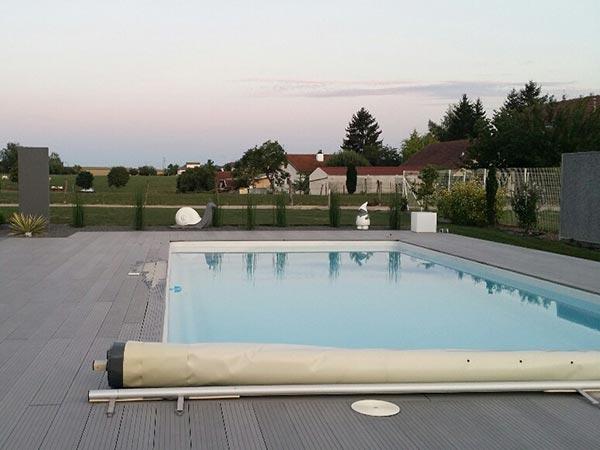 Vendeur de piscines polyester dans les vosges for Vendeur de piscine