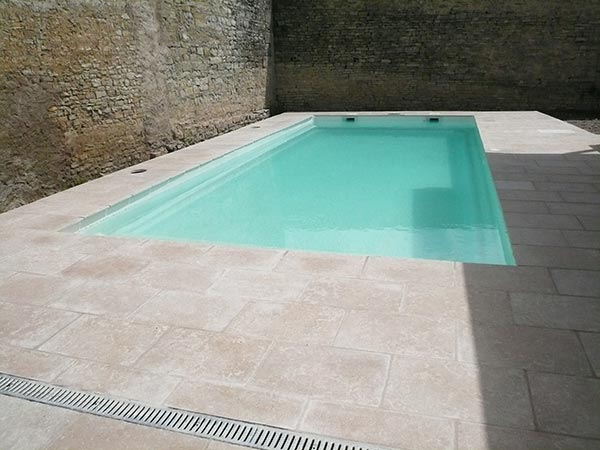 Vendeur de piscines polyester dans les vosges for Vendeur piscine